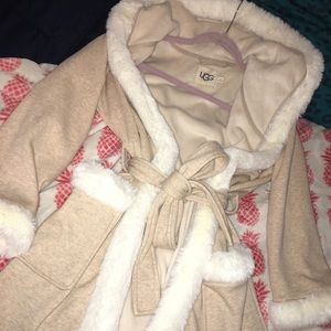 Women's Ugg robe size small